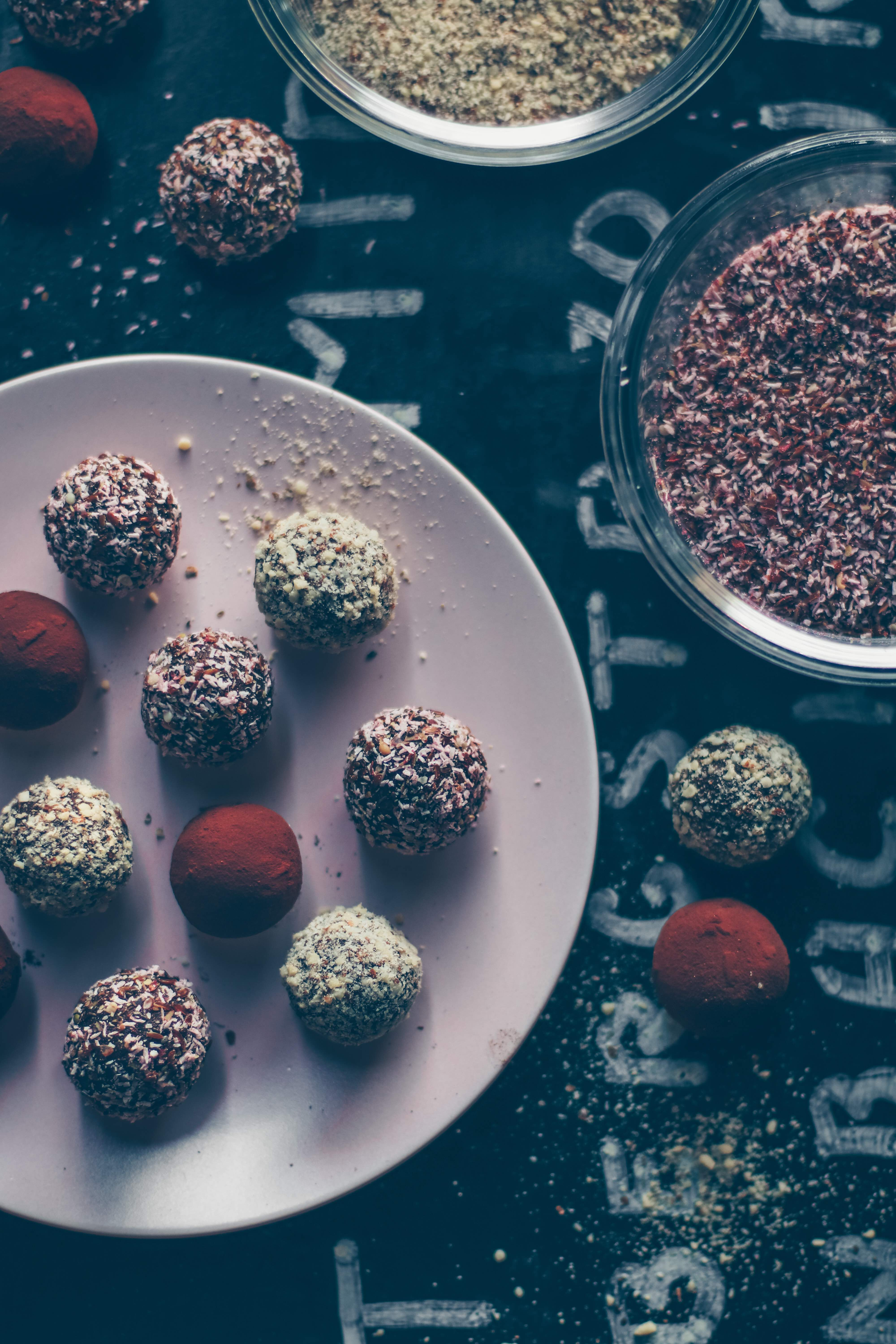Almond-cinnamon bliss balls