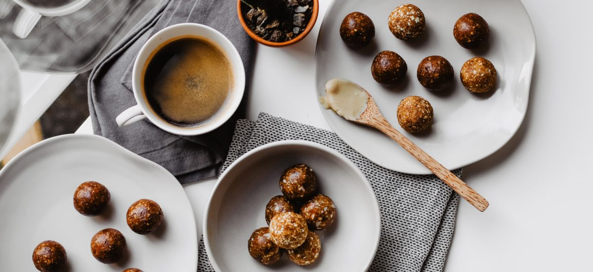 3 easy Bliss Ball Recipes without a blender (V, GF, SF)