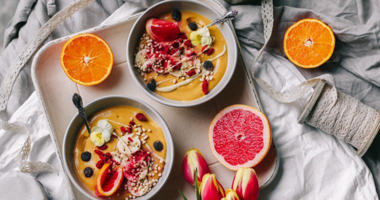 2 Smoothie Bowls ohne Banane (weniger Fructose + Histamin)