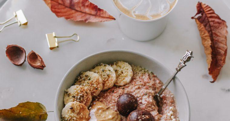 Raw Carrot Cake Oats – das perfekte schnelle Herbstfrühstück