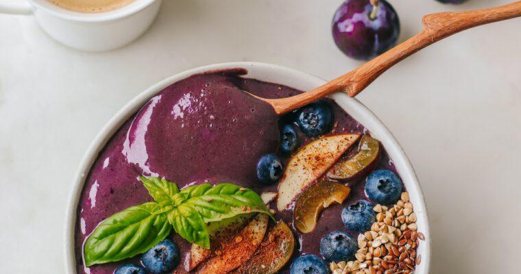 Die No-Acai-Bowl: So geht das Trendfrühstück ganz ohne exotische Zutaten (mit oder ohne Banane)