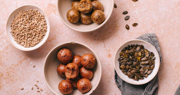 Seed-Cycling: 2 gesunde Power-Snacks für deine Hormonbalance